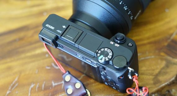 Sony A6300 camera review and breakdown video